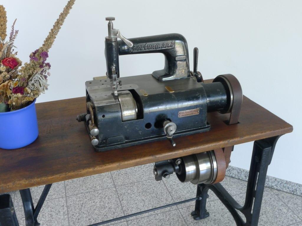 Historische Nähmaschine - Schuhmanufaktur Baur